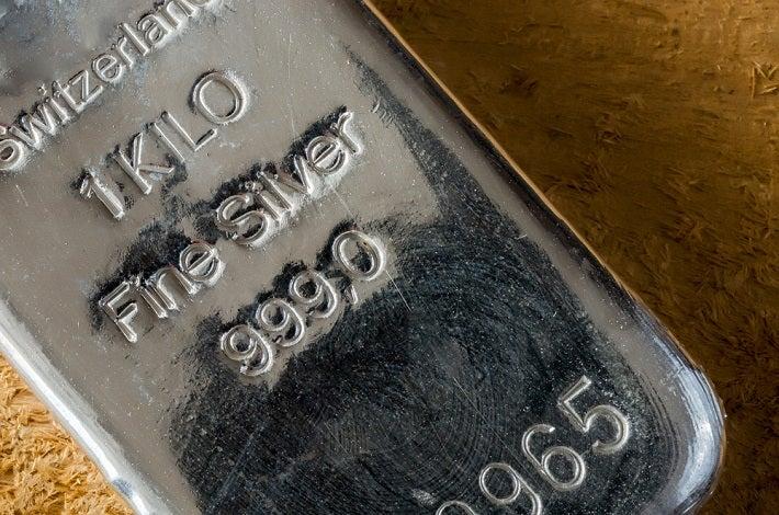 1 kilo silver bar close up image