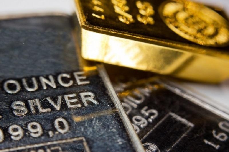 Focussedm image of Silver and Gold Bars